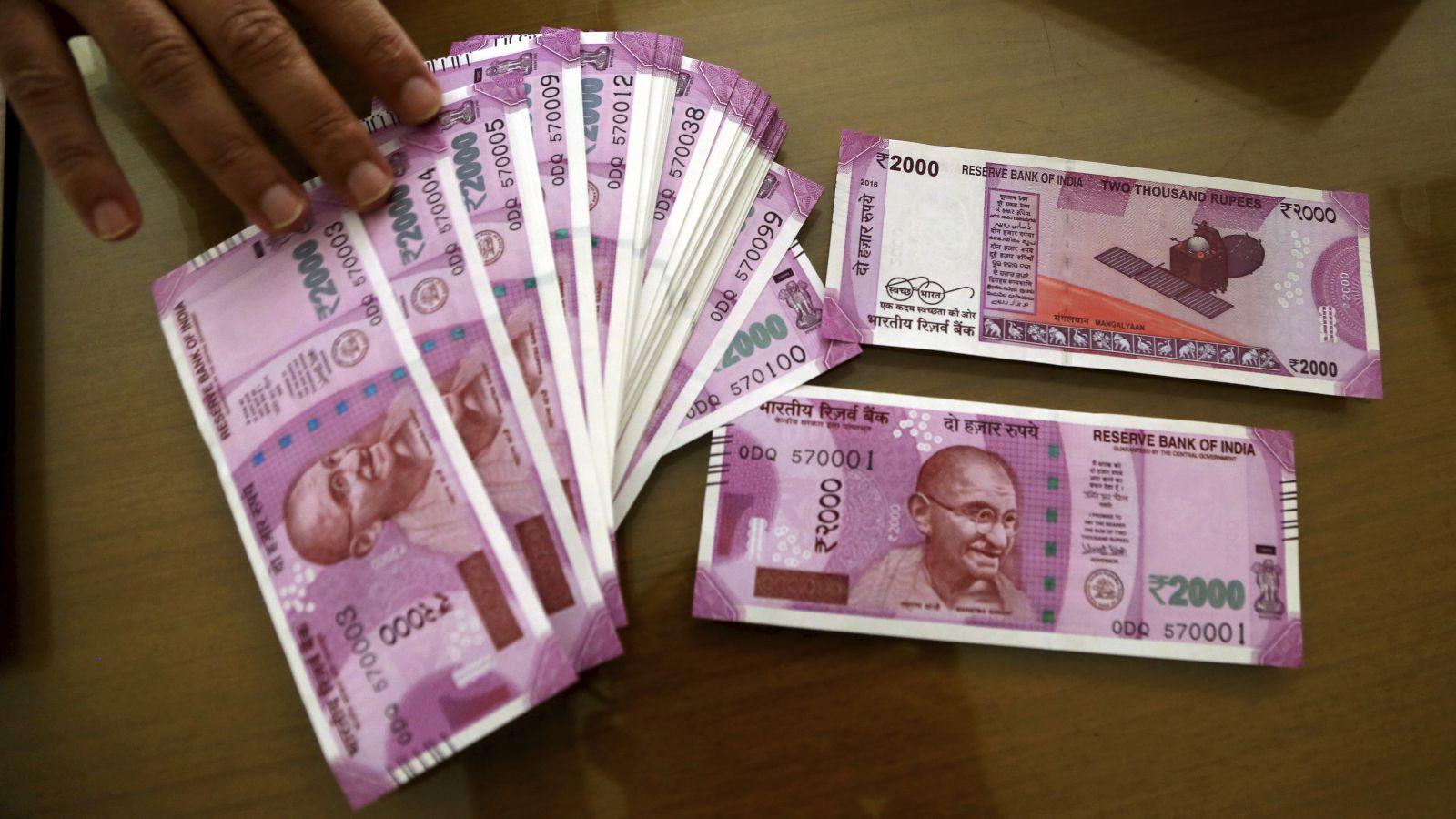 Narendra Modi's move to stem Indian rupee's slide may not help — Quartz  India