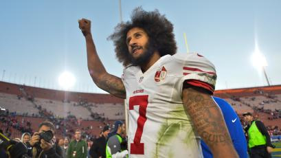 FILE PHOTO - San Francisco 49ers quarterback Colin Kaepernick pumps his fist as he acknowledges the cheers at Los Angeles Memorial Coliseum in Los Angeles, California, U.S. on December 24, 2016. REUTERS/Robert Hanashiro/USA TODAY Sports/File Photo MANDATORY CREDIT - RC15CE2E53B0