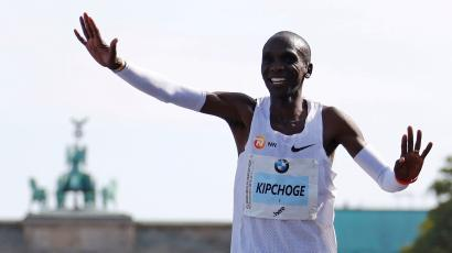 Eliud Kipchoge celebrates after winning the Berlin marathon.