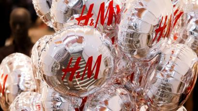 Balloons with the logo of Swedish fashion retailer Hennes & Mauritz (H&M) are pictured at its newly opened store in central Moscow, Russia, May 27, 2017. REUTERS/Maxim Shemetov/File Photo - RC1BC8221F10
