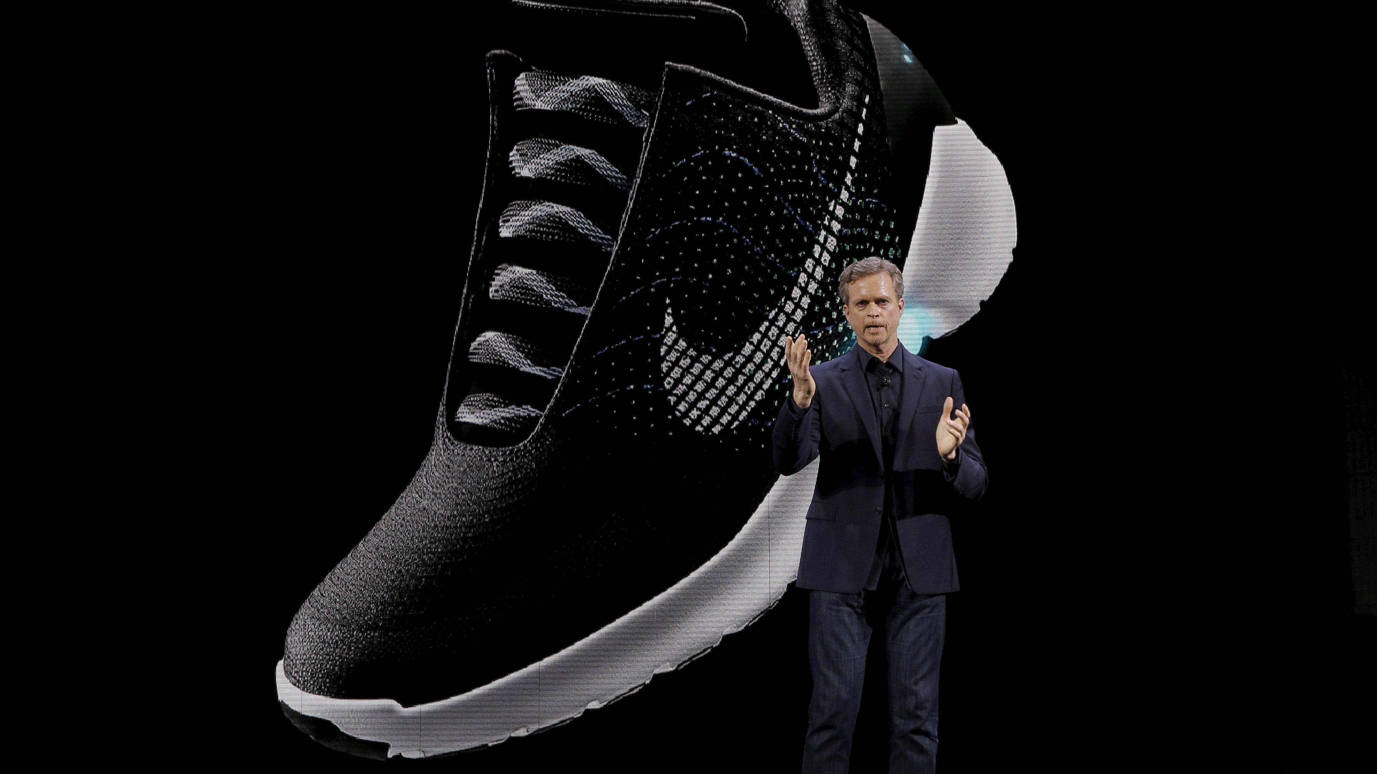 The Nike HyperAdapt 1.0 self-lacing shoe is displayed as Nike CEO Mark  Parker speaks 866296792213