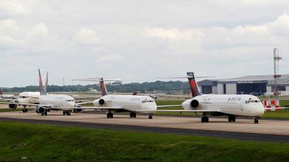 Delta airplanes line up on the taxi way after Delta Air Lines' computer systems crashed on Monday, grounding flights around the globe, at Hartsfield Jackson Atlanta International Airport in Atlanta, Georgia, U.S. August 8, 2016.
