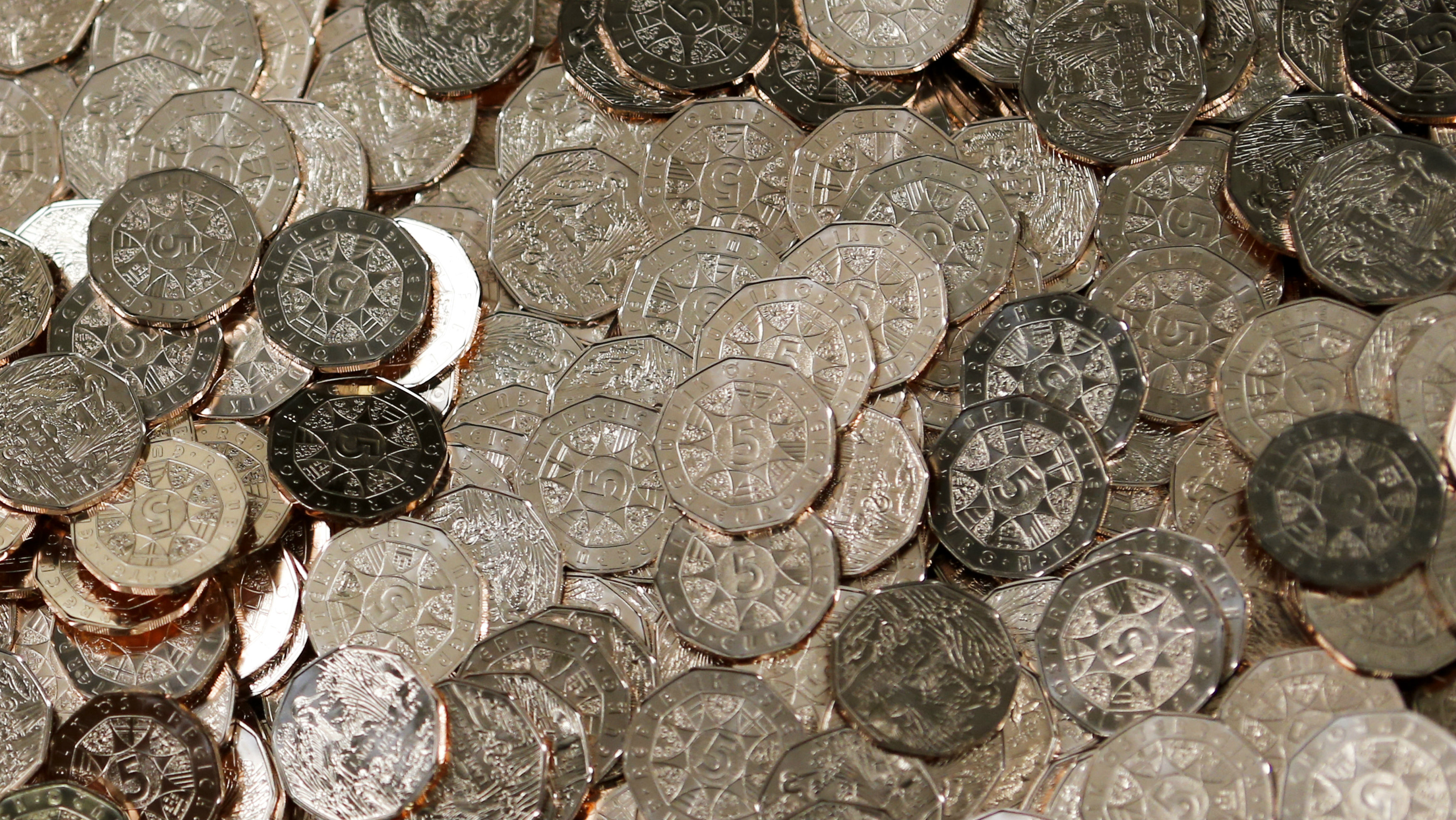 Lima koin Euro terlihat di Mint Austria