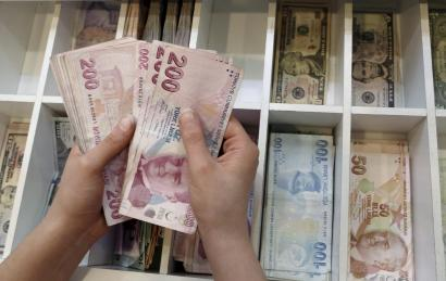 A Money Changer Counts Turkish Lira Bills At An Currency Exchange Office In Central Istanbul