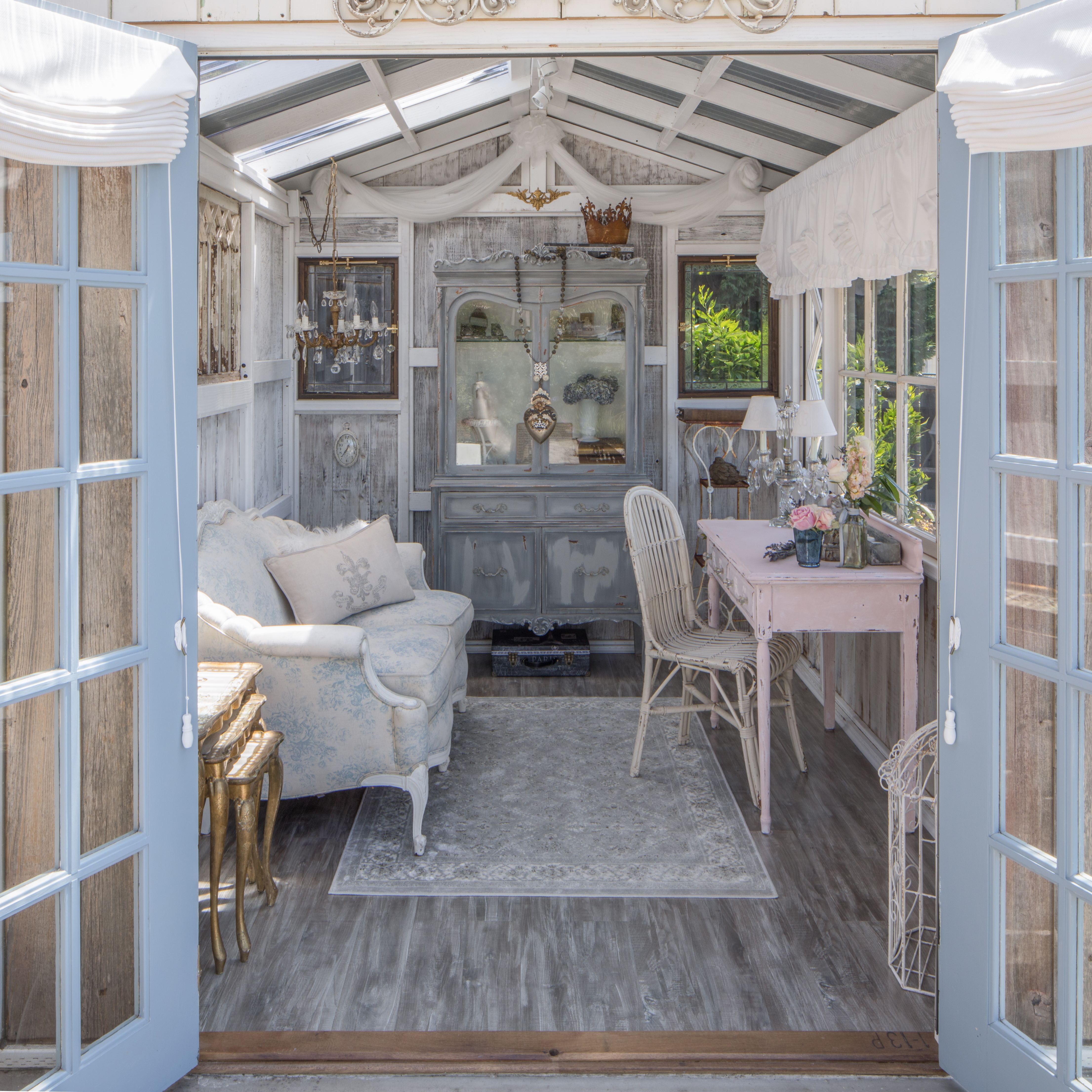 Stylish She Sheds Offer Multi Tasking Women An Escape From Domestic Chaos Quartz
