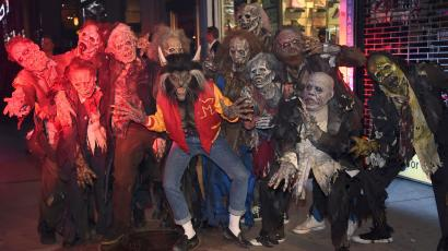 "Heidi Klum, center, dressed as a werewolf from Michael Jackson's ""Thriller"" video, attends her 18th Annual Halloween Party at Moxy Times Square on Tuesday, Oct. 31, 2017, in New York. (Photo by Evan Agostini/Invision/AP)"