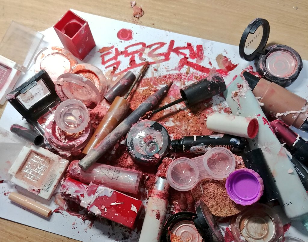South Korean women are destroying their makeup