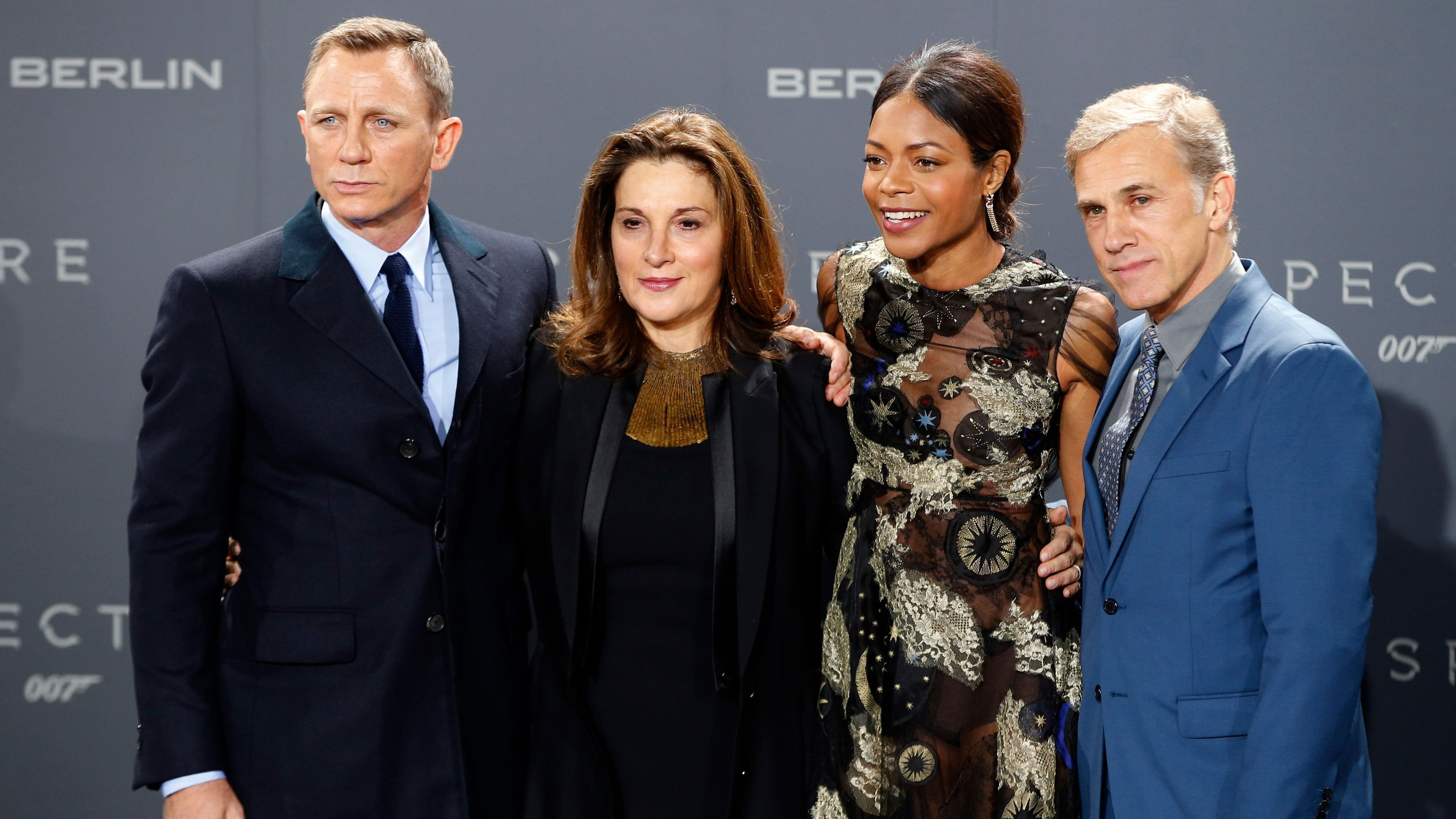 "Actor Daniel Craig, producer Barbara Broccoli, actress Naomie Harris and actor Christoph Waltz (L-R) pose for photographers on the red carpet at the German premiere of the new James Bond 007 film ""Spectre"" in Berlin, Germany, October 28, 2015. REUTERS/Fabrizio Bensch - LR1EBAS1GXB62"
