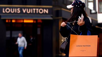 1d06170e9c8 Luxury labels like Gucci and Cartier going direct-to-consumer — Quartz