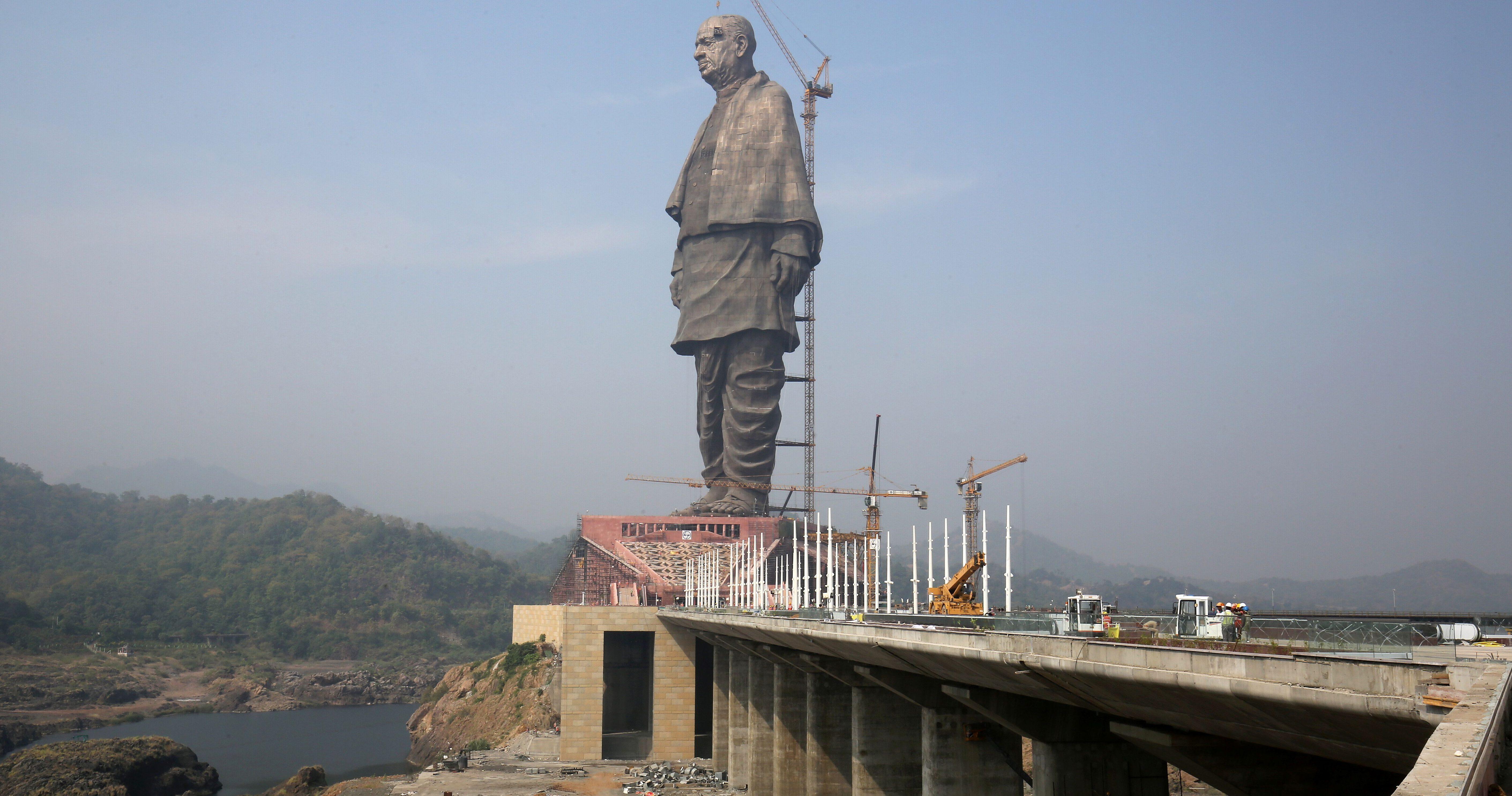 statue of unity location