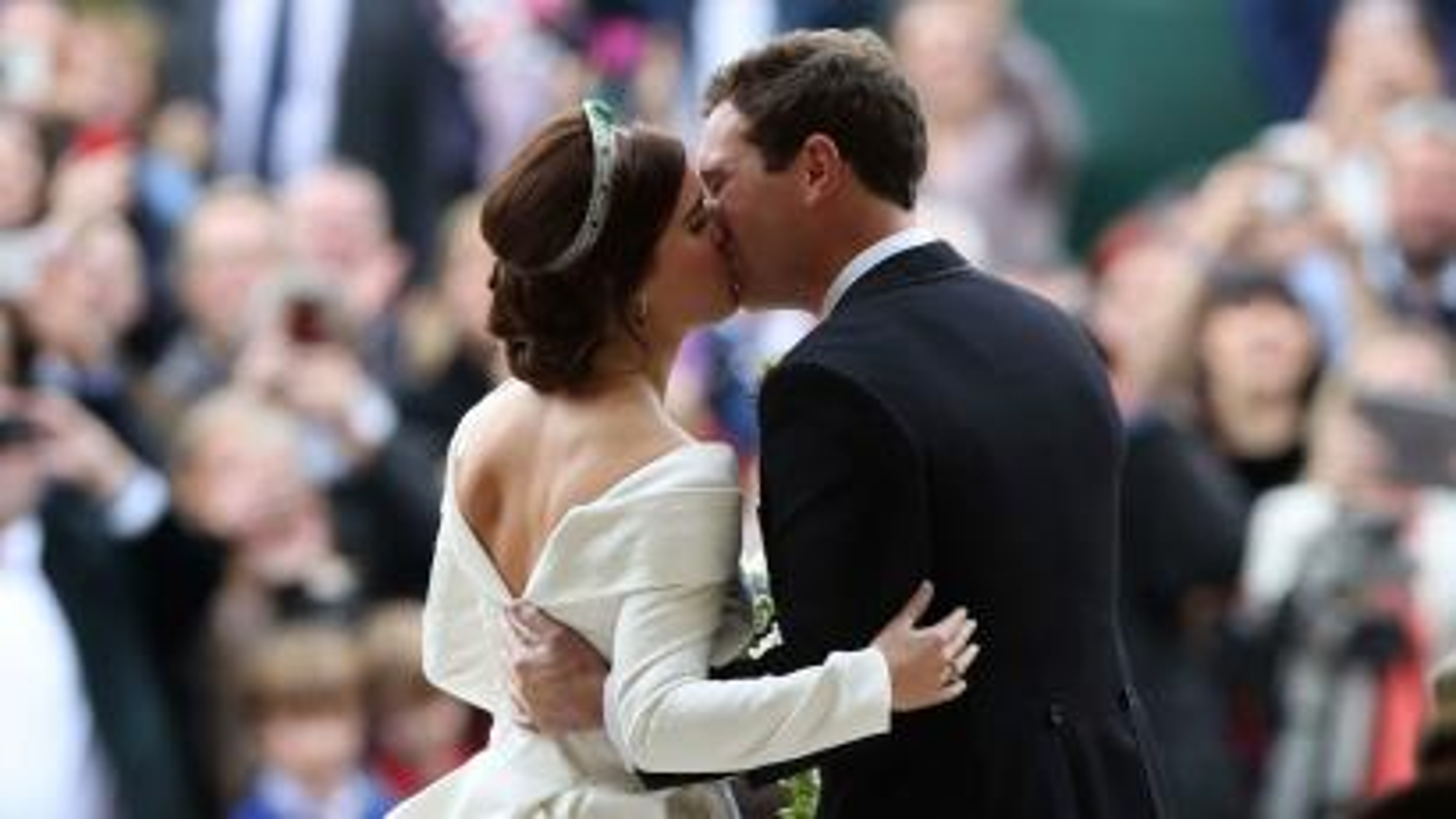 princess eugenie kiss at wedding