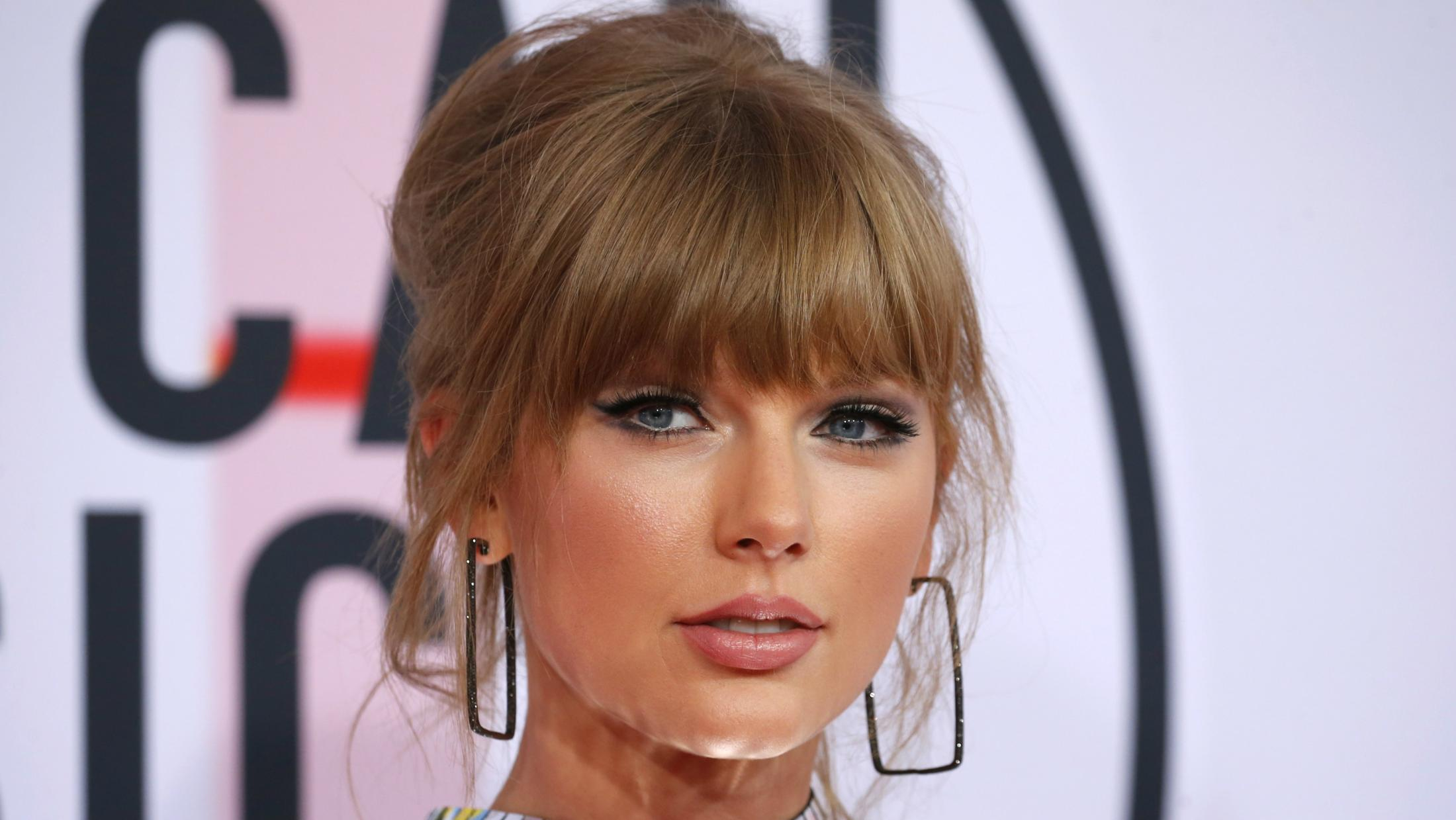 Taylor Swift shows not selling out because she is a smart businesswoman