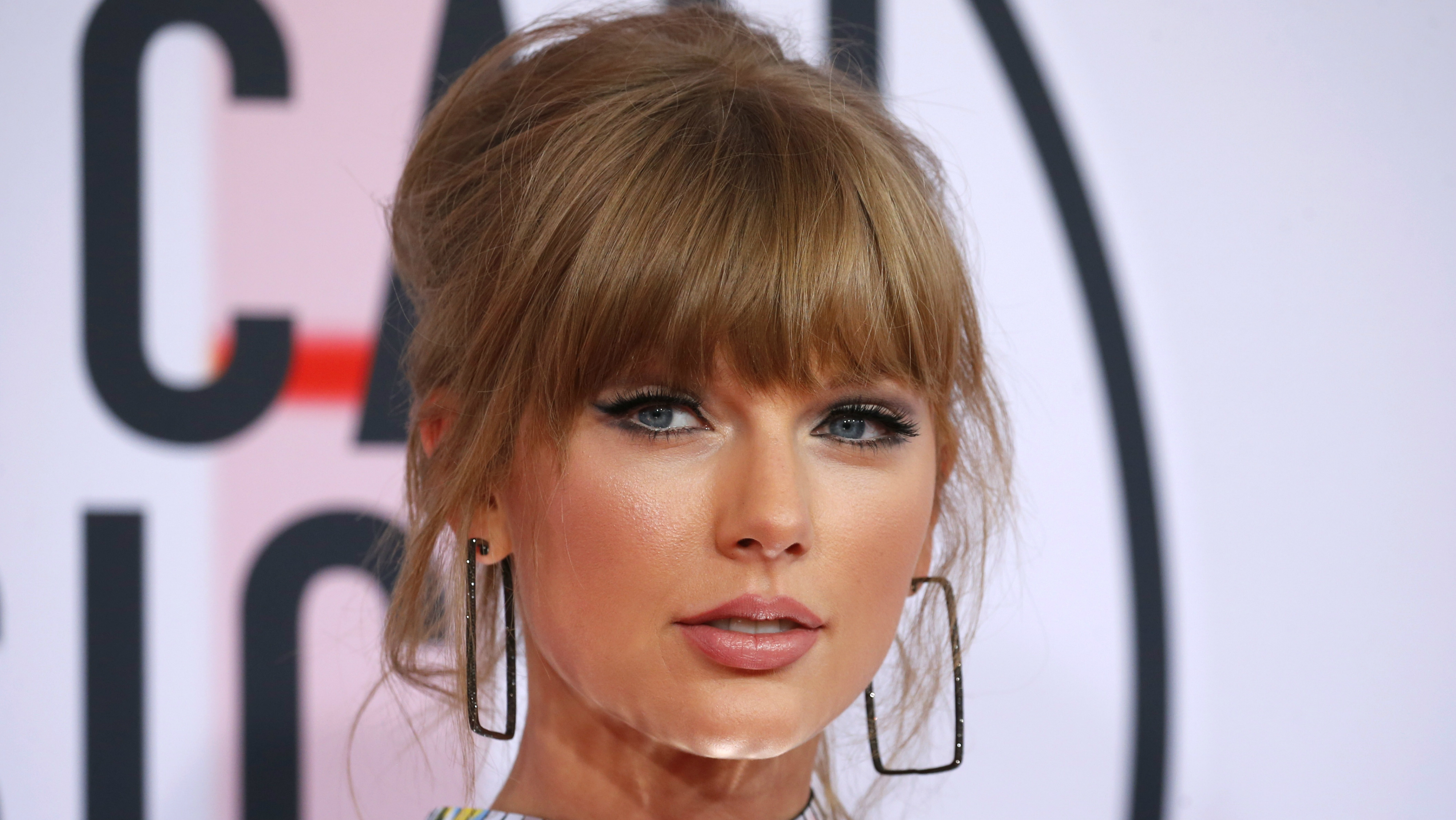 An image of Taylor Swift.