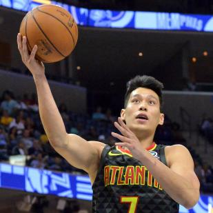 jeremy lin playing basketball for the hawks