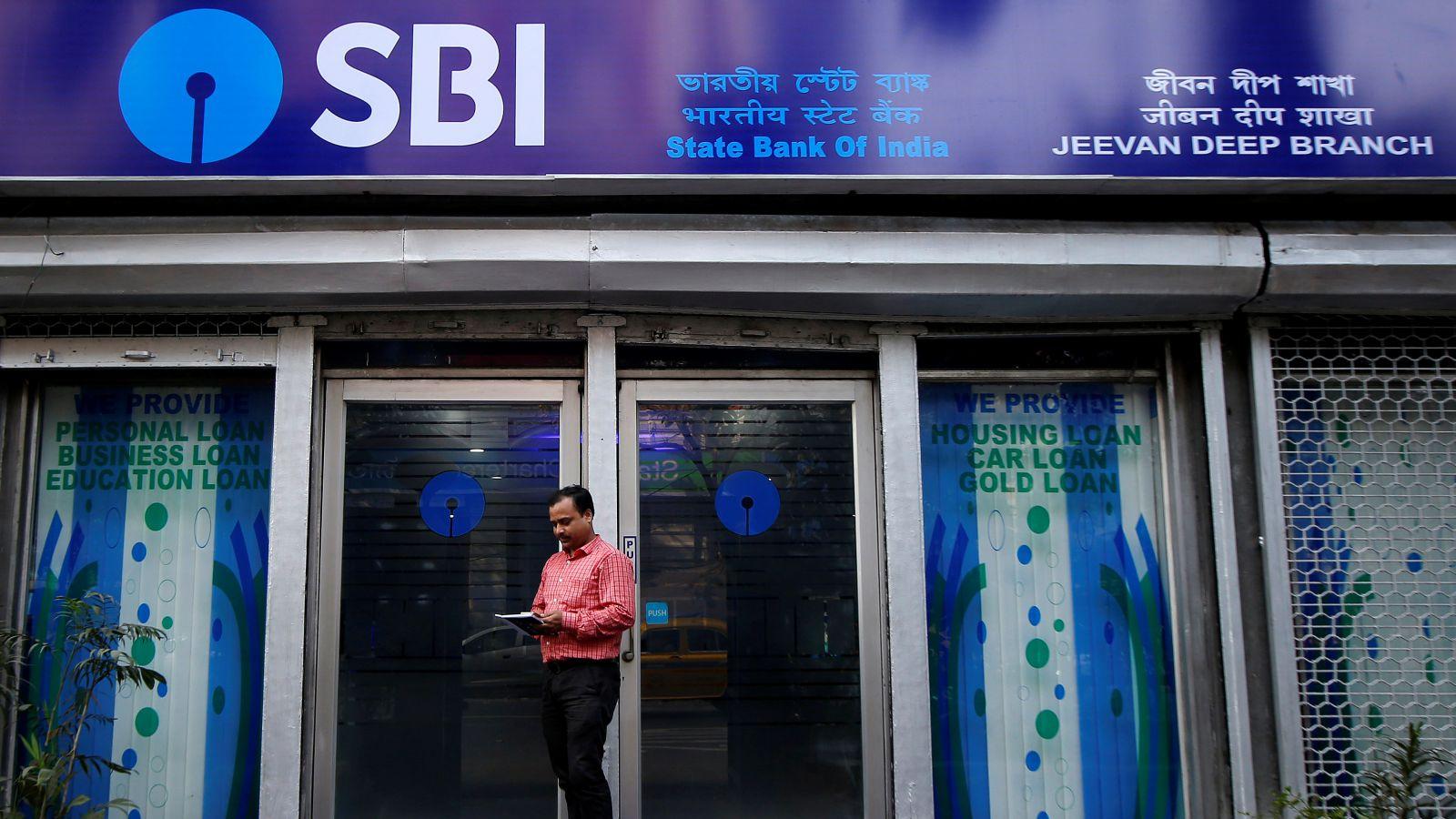 India-banks-mobile