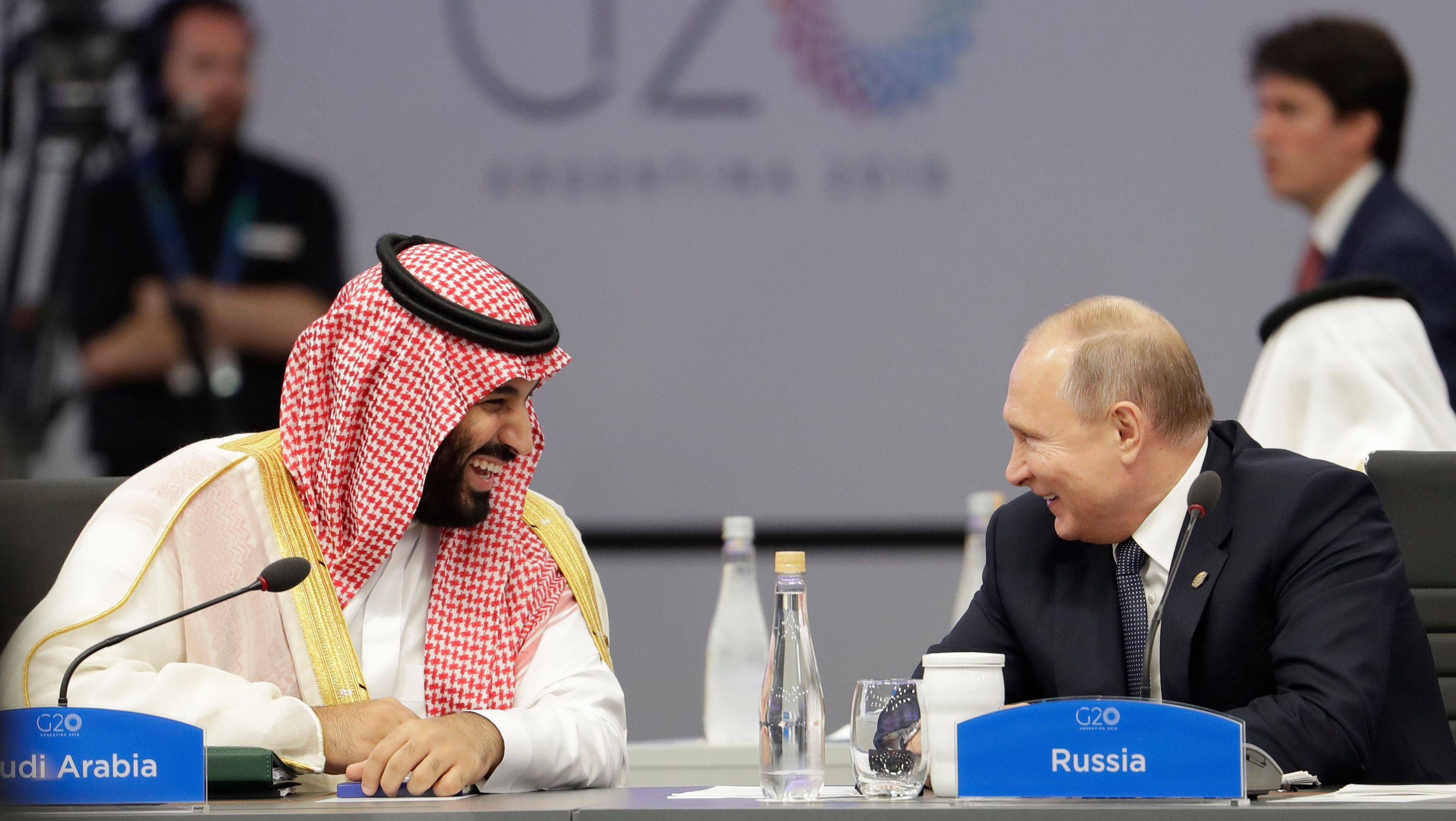Vladimir Putin and Mohammad bin Salman G20 high five