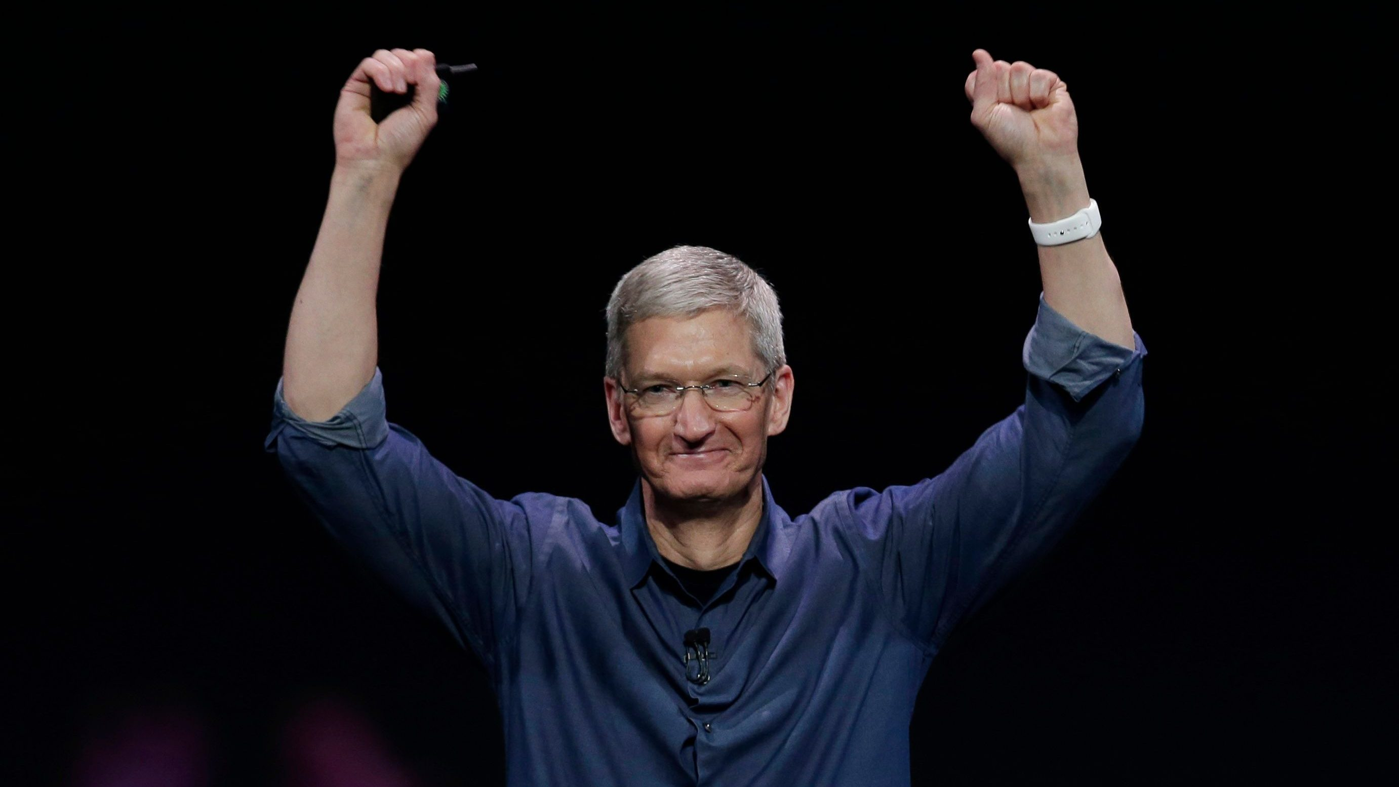 How Tim Cook spends the first two hours of his workday