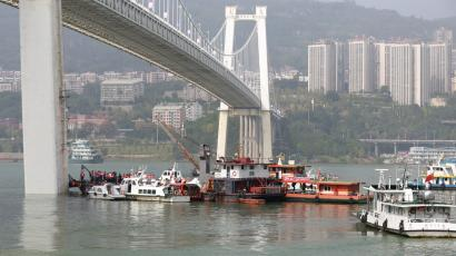 Rescue workers and boats are seen on the site where a public bus plunged into the Yangtze River after colliding with a car in Chongqing, China October 28, 2018.