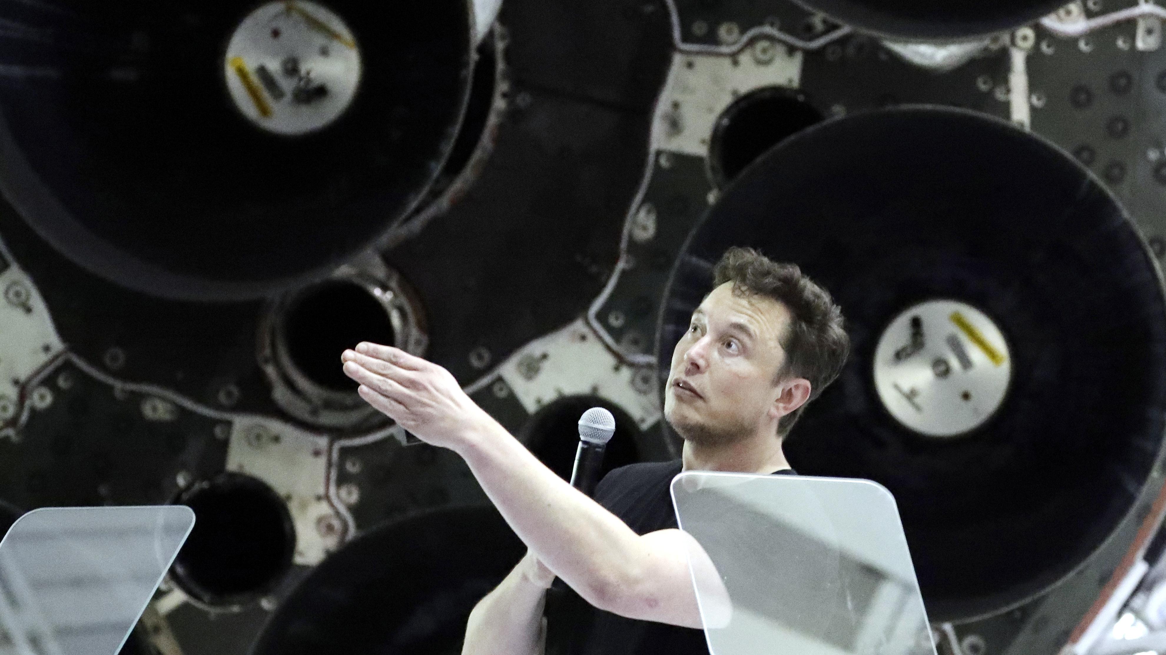 Elon Musk S Spacex Details Starlink And Bfr Quartz