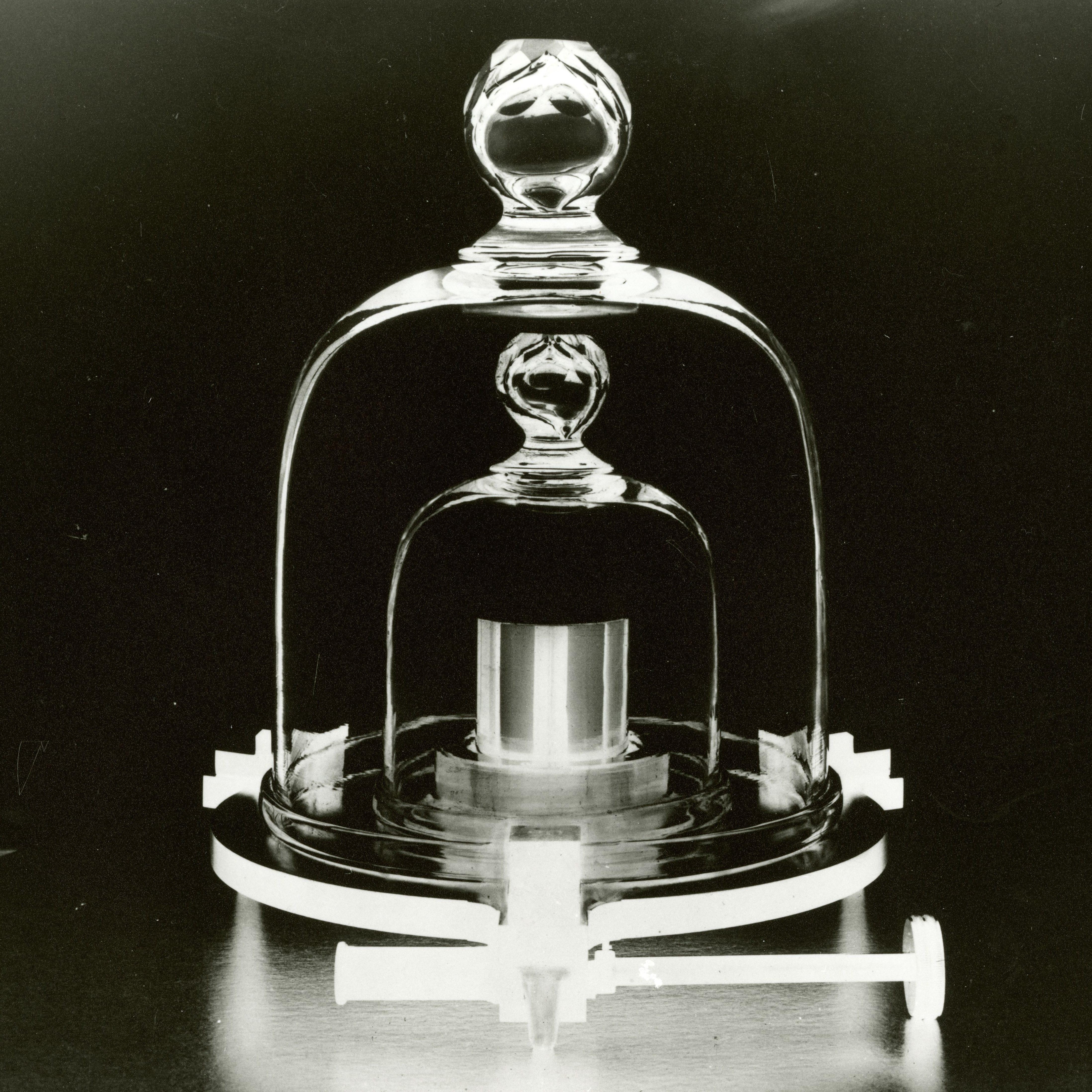 Metric To Standard >> The history of the International Prototype Kilogram — Quartz
