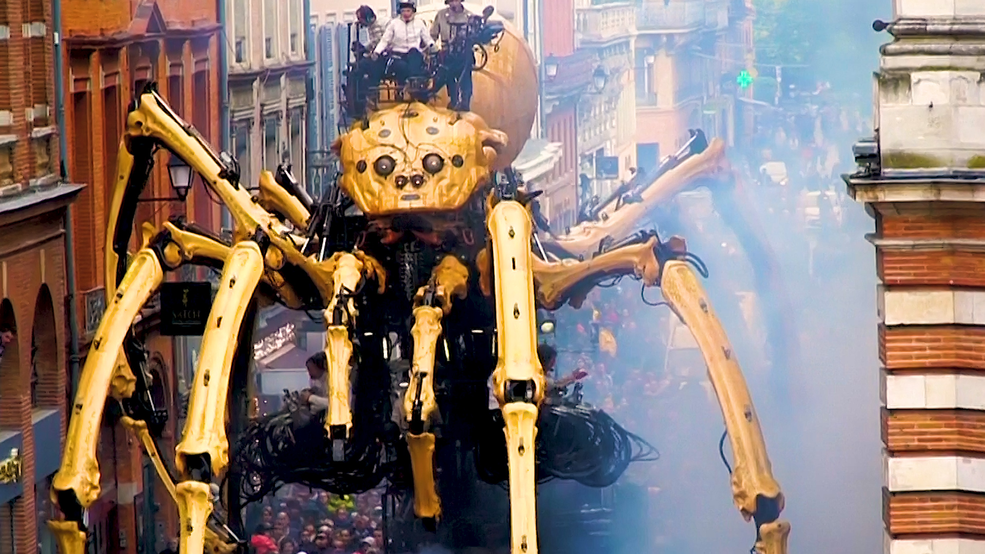 Giant Minotaur and spider robots perform in the streets of France
