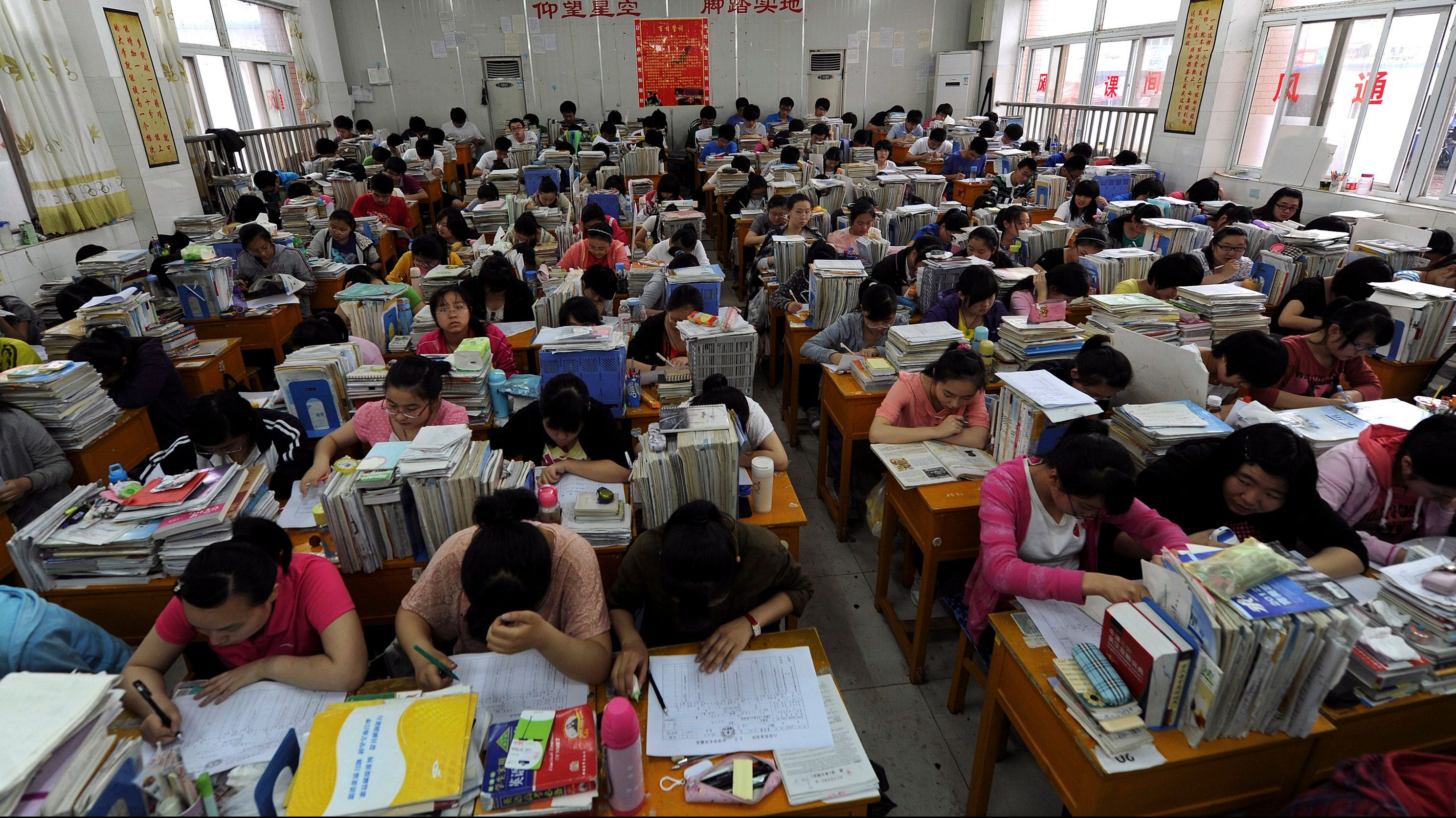 """Students prepare for the university entrance exam in a classroom in Hefei, Anhui Province June 2, 2012. The National College Entrance Exam, or """"Gaokao"""", is held in June every year. Picture taken June 2, 2012. REUTERS/Stringer (CHINA - Tags: SOCIETY EDUCATION) - GM1E863177901"""