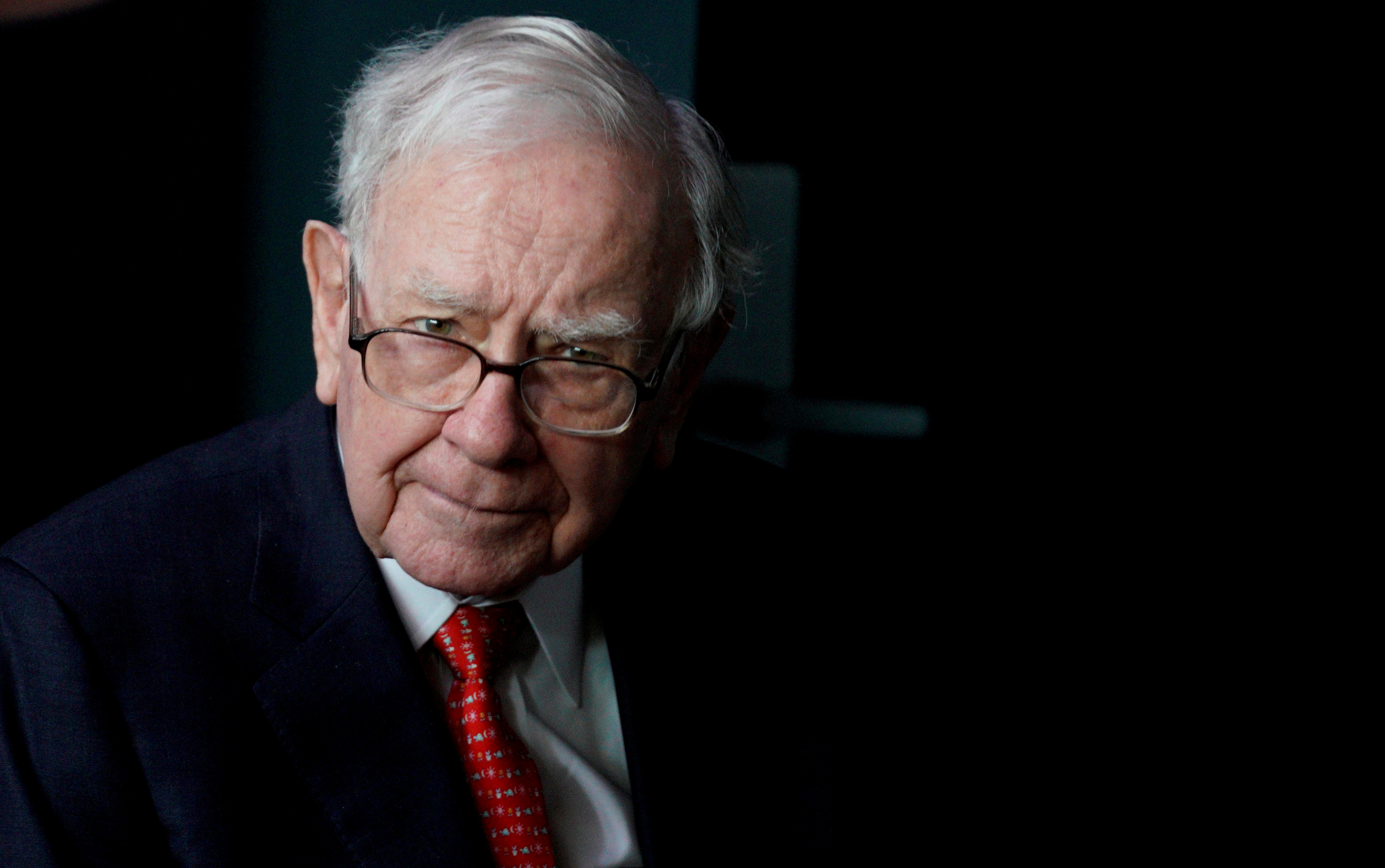 Warren Buffett, CEO of Berkshire Hathaway Inc, pauses while playing bridge as part of the company annual meeting weekend in Omaha, Nebraska U.S. May 6, 2018.