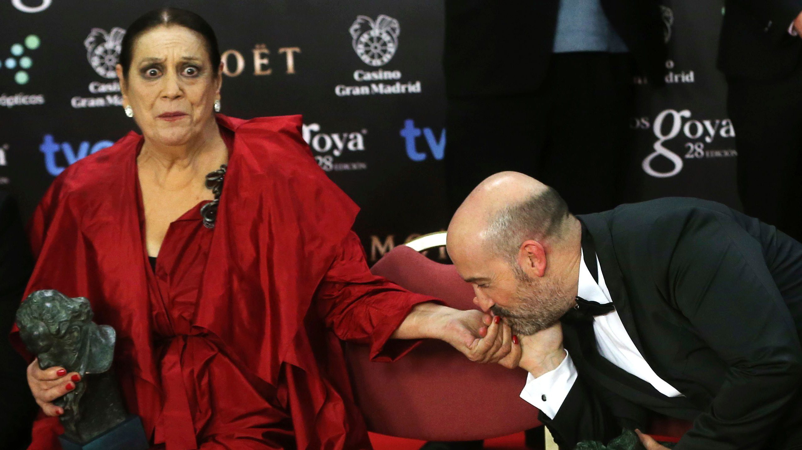 Actor Javier Camara, winner of the Best Leading Actor award, kisses the hand of actress Terele Pavez.
