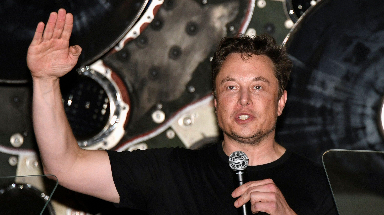Elon Musk addresses his workforce.