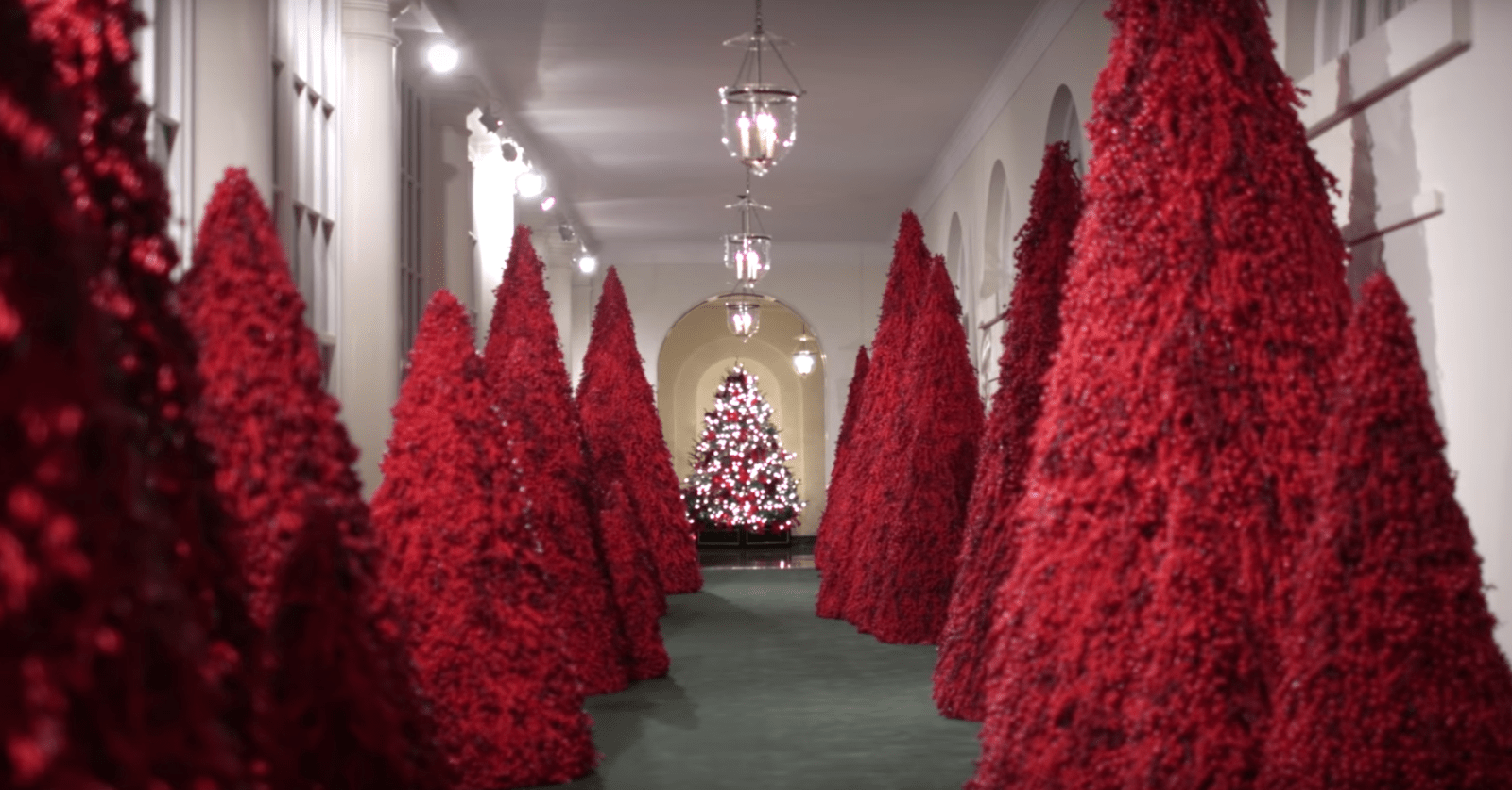 2021 White House Christmas Handmaids Pictures Of Melania Trump S White House Decorations Quartz