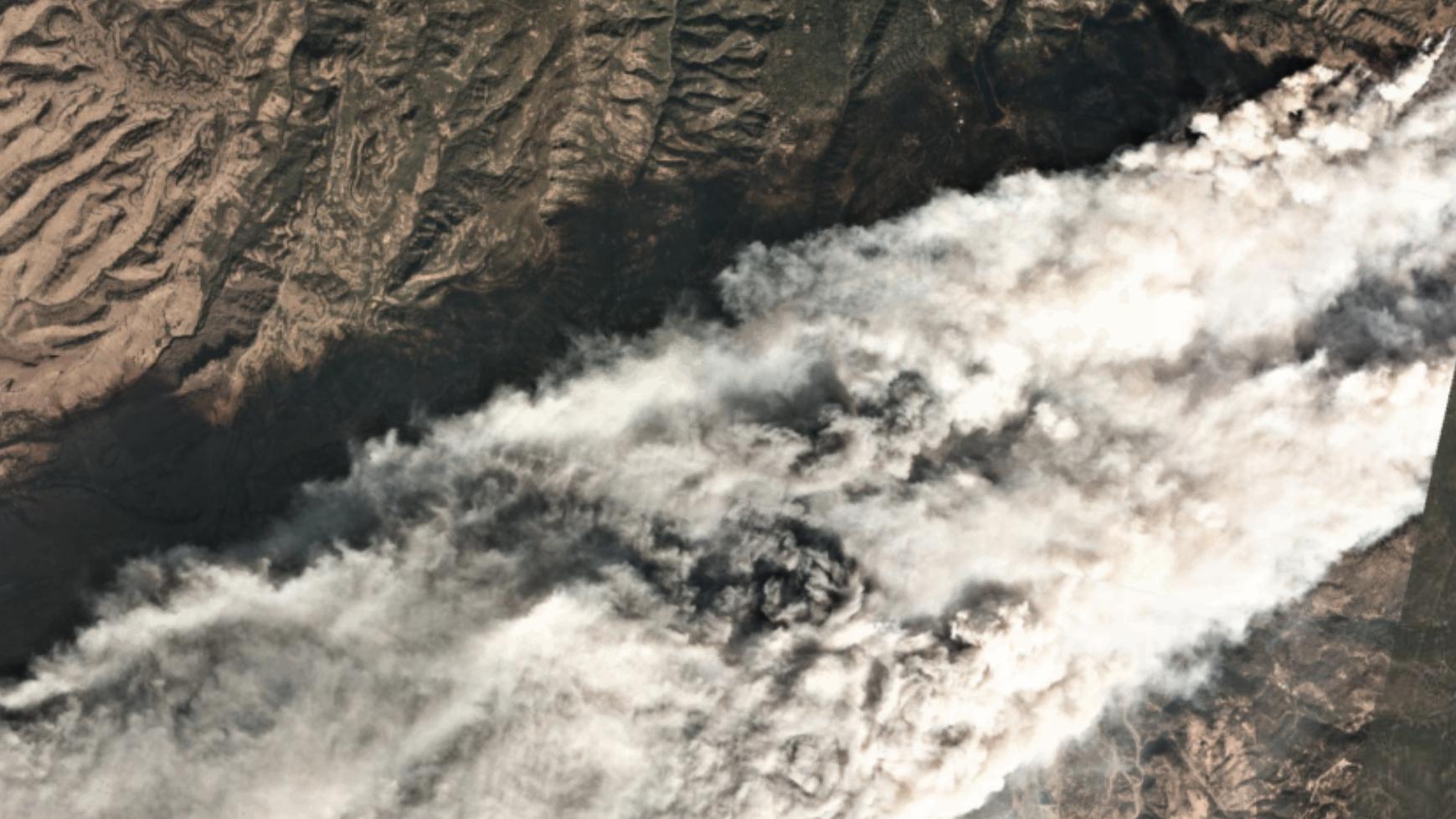 qz.com - Tim Fernholz - How tiny satellites helped California fight fires
