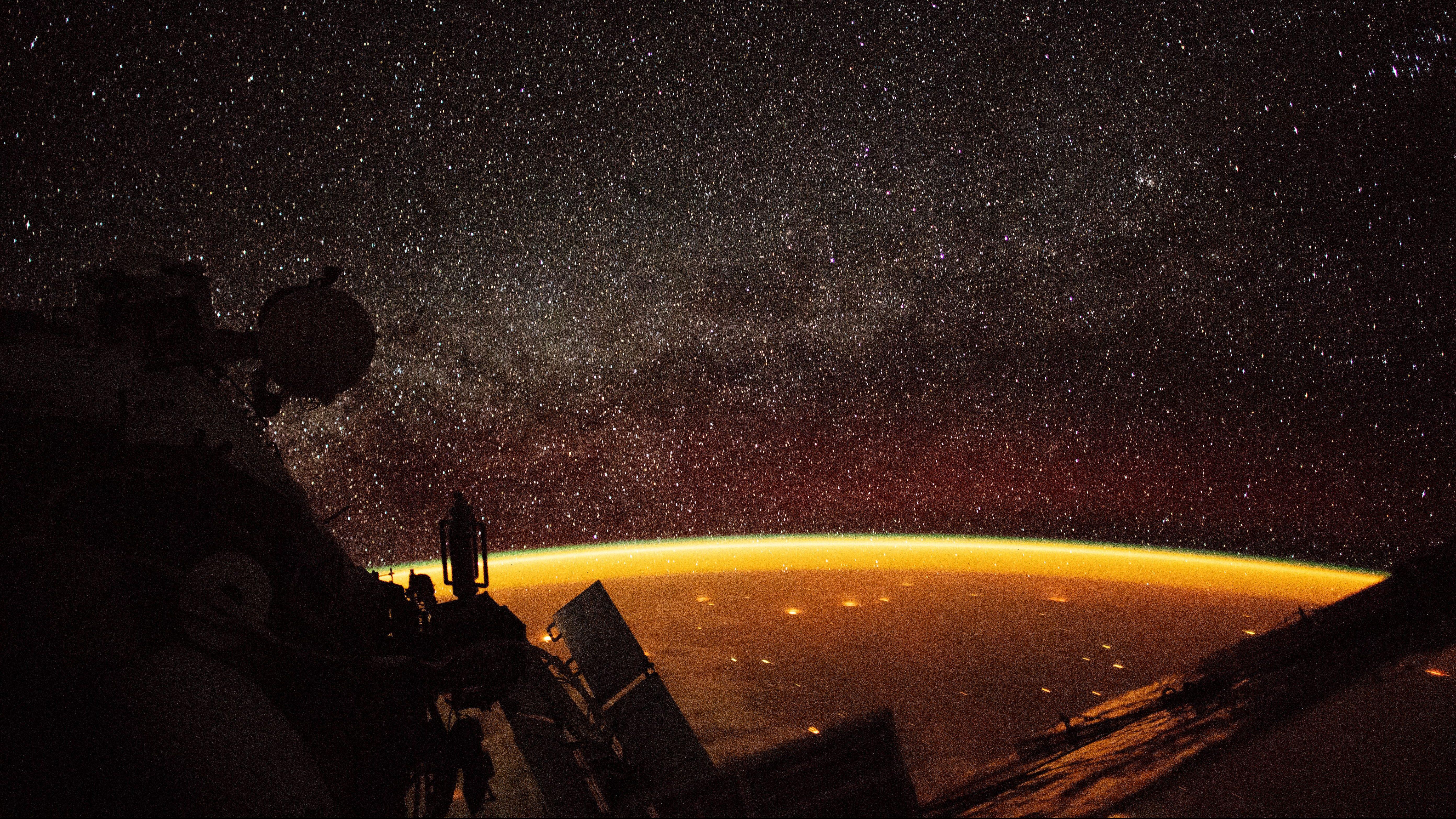 earth airglow