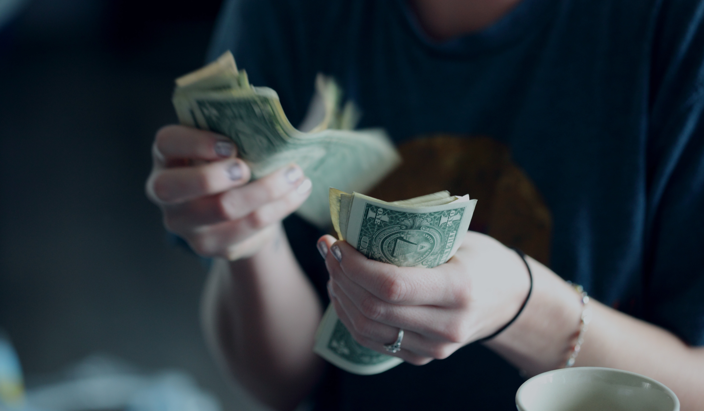 Selfish people earn less money than generous people