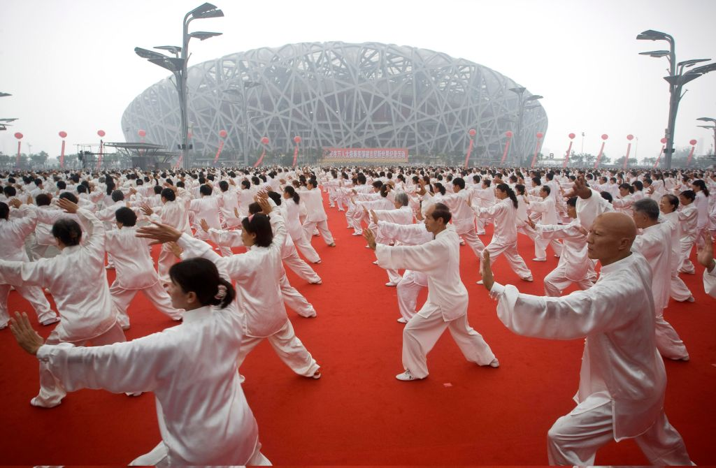 chinese people doing tai chi