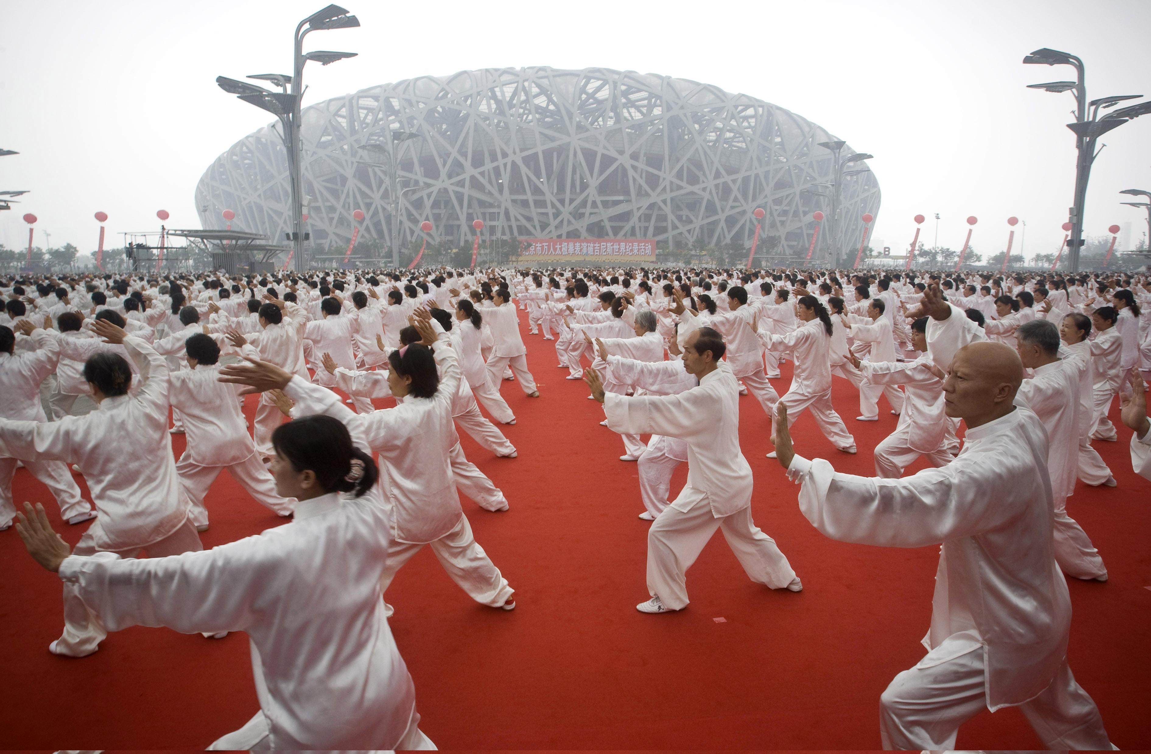 chinese people doing tai chi