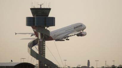 Qantas is planning to fly direct from Sydney to London by ...