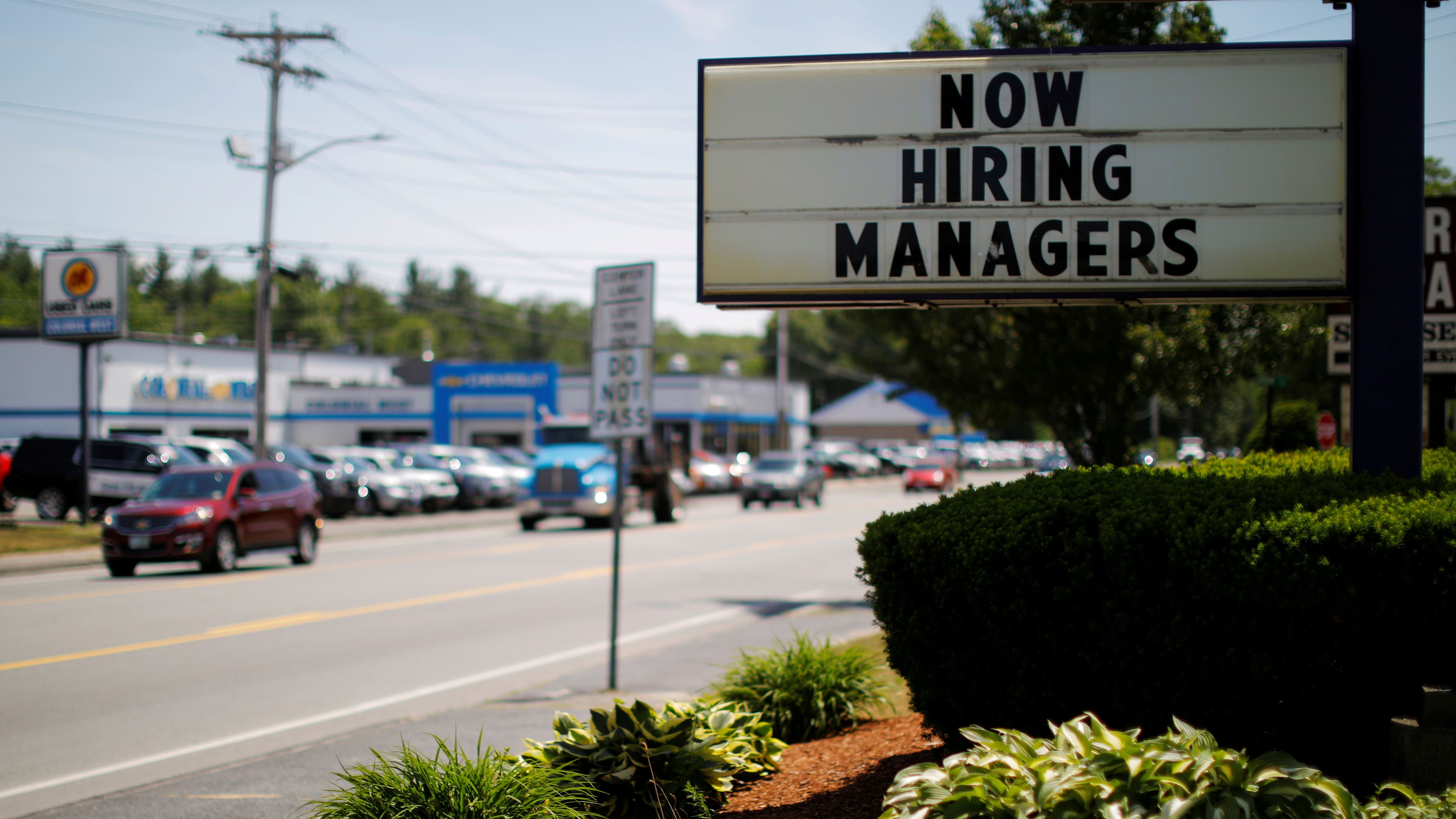 Big US chains are offering perks to lure back support workers thumbnail