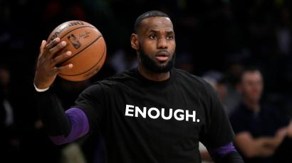 119e0e4606bd LeBron James says NFL owners have