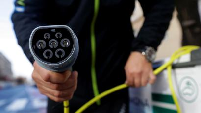 A California program to incentivize electric cars may cost $14