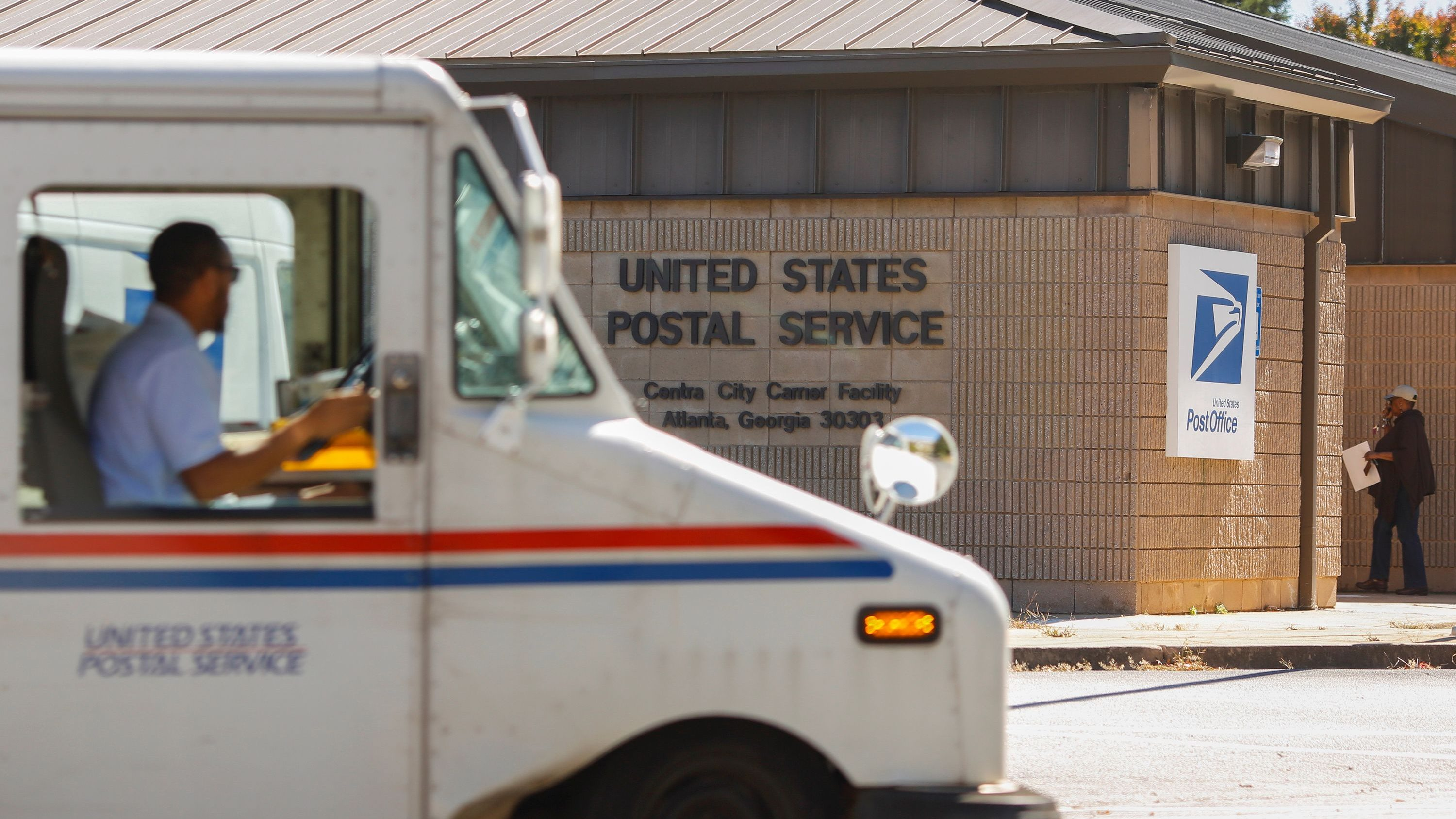 is the post office open during the current government shutdown