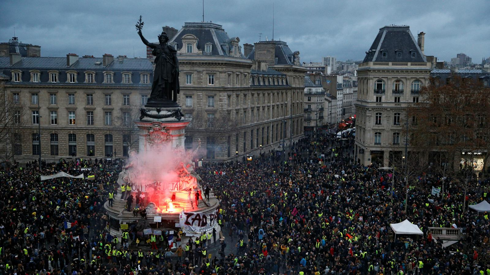 France S Yellow Vest Protests Are Bad For Pre Christmas Business Quartz