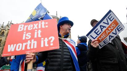 Pro and anti-Brexit protesters argue opposite the Houses of Parliament in London