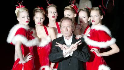 Bill Nighy accompanied by six models arrives for the UK charity premiere of 'Love Actually' in Leicester Square, London, 2003