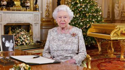 Britain's Queen Elizabeth with gold piano.