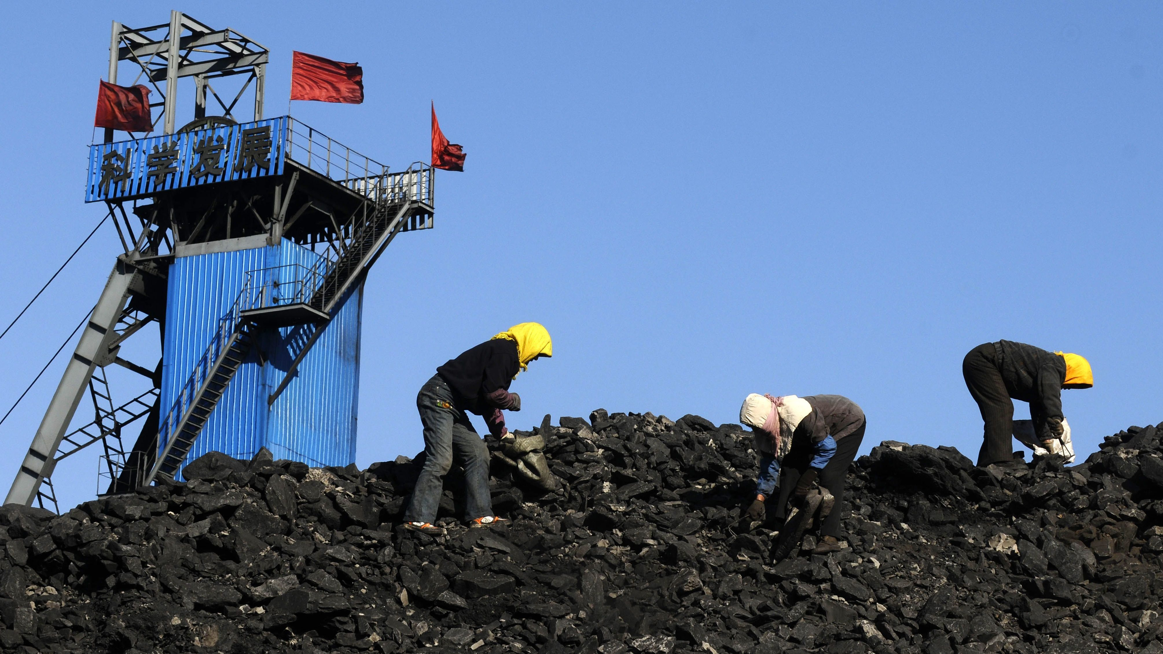 Labourers search for usable coal Labourers search for usable coal at a cinder dump site in Changzhi, Shanxi province, China - 19 Nov 2008 Six thousand coal mines will be closed over the next two years in a bid to improve workplace safety, Vice-Premier Zhang Dejiang said. By the end of 2010, China will have less than 10,000 mines, down from about 16,000 today