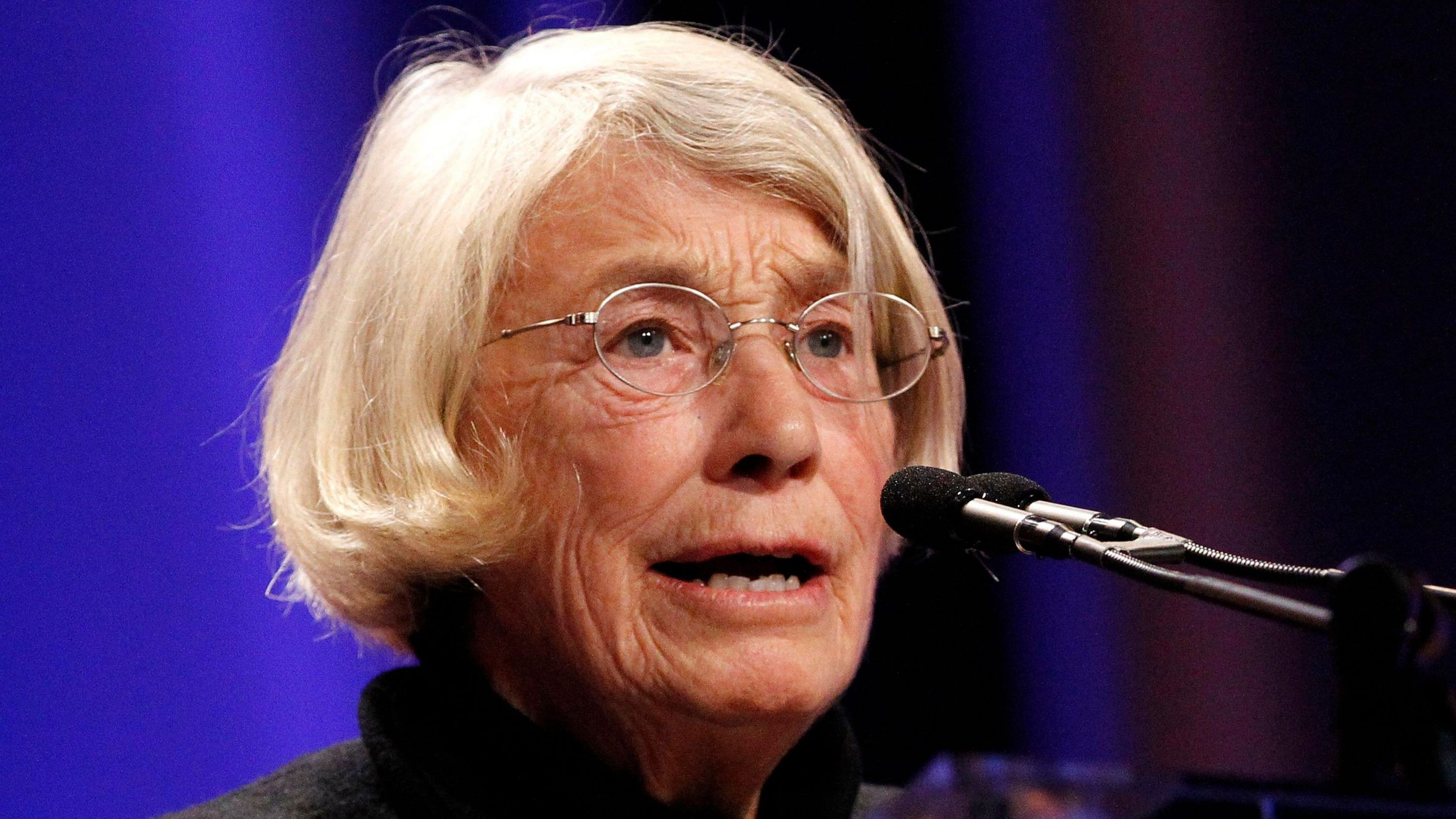 What Mary Oliver can teach us about handling criticism with grace