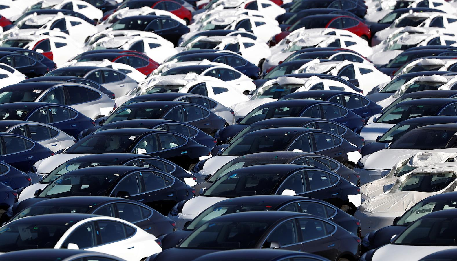A parking lot of predominantly new Tesla Model 3 electric vehicles is seen in Richmond, California, U.S. June 22, 2018. Picture taken June 22, 2018. REUTERS/Stephen Lam - RC188CC3FC70