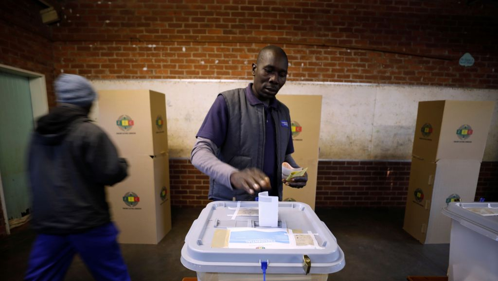 A Zimbabwean voter casts his ballot in the country's general elections in Harare, Zimbabwe, July 30, 2018.