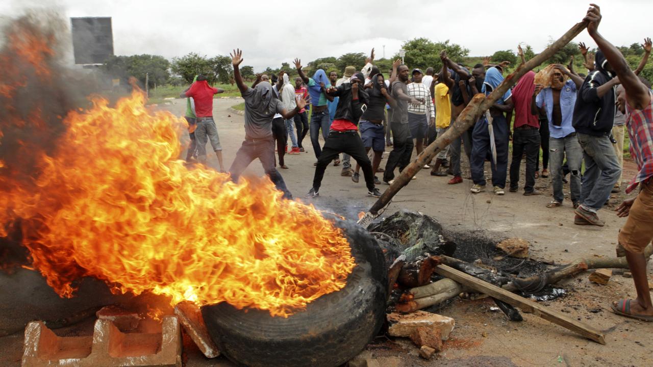 Zimbabwe protest: Internet shut down, military deployed, five killed
