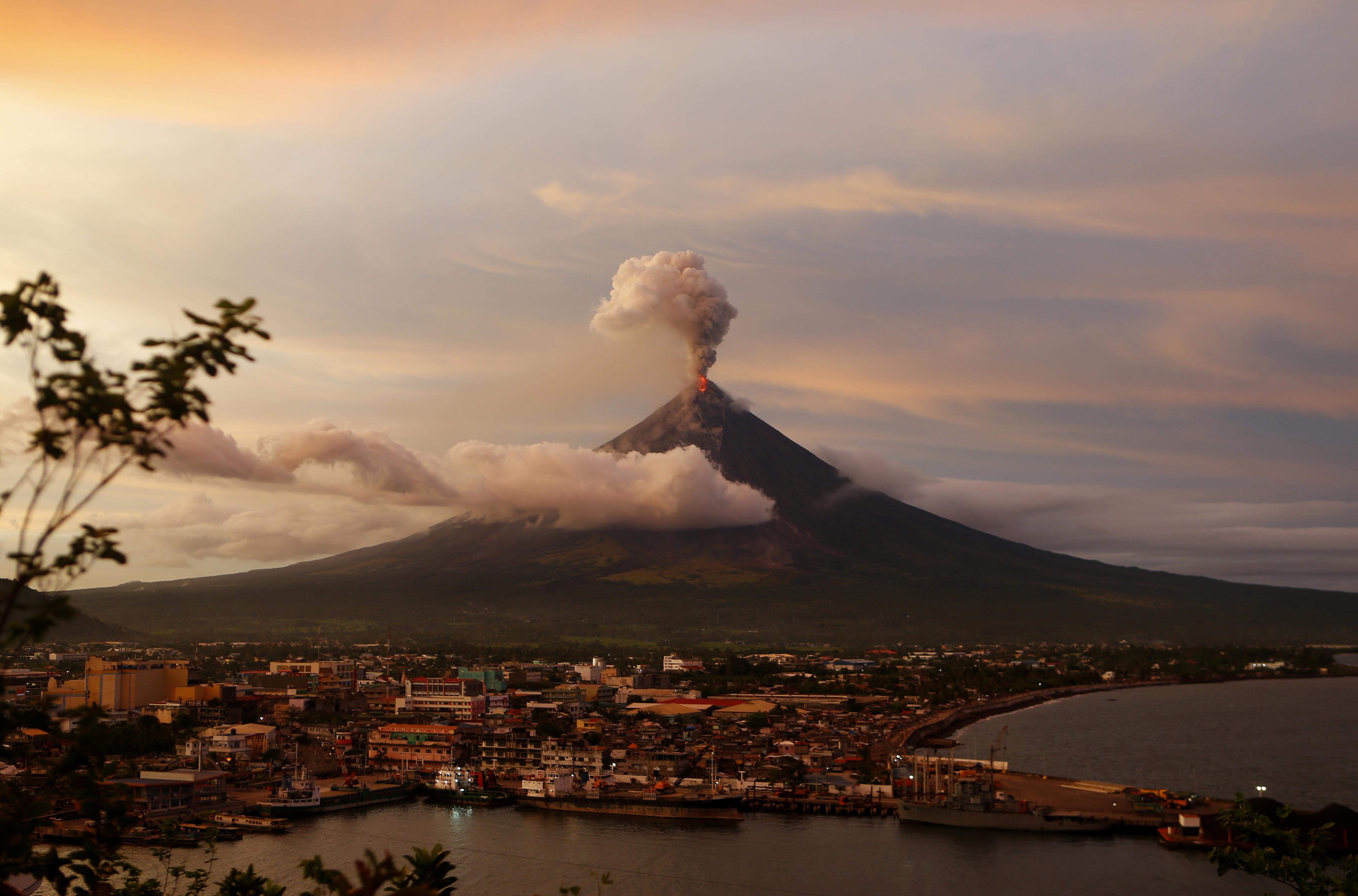 APTOPIX Philippines Volcano errupting